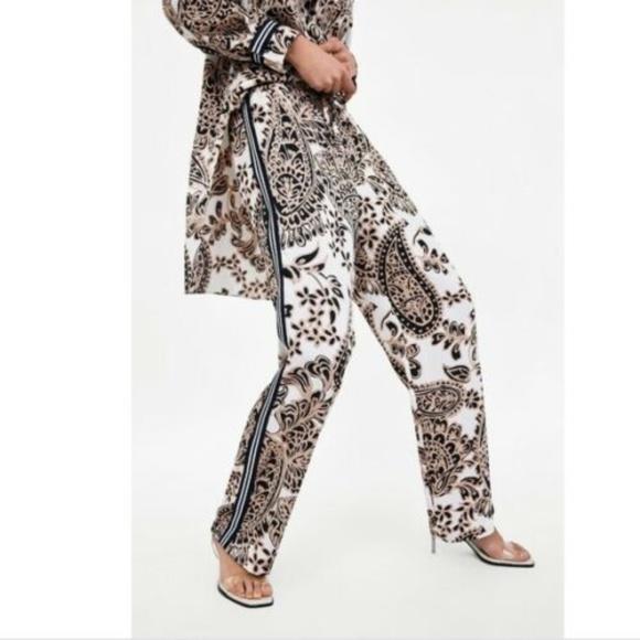ed5c59c30 Zara Pants   Womens Printed Paisley Trouser   Poshmark